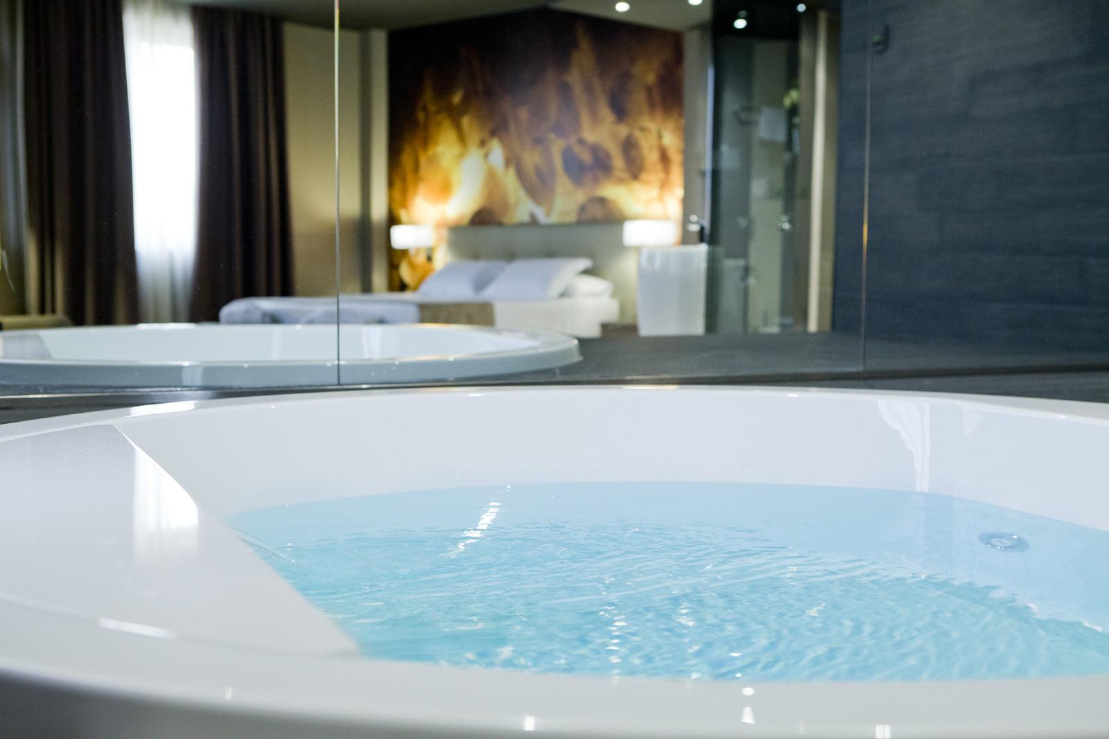 habitacion con jacuzzi tarragona: